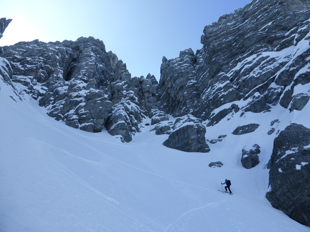 Die Aufstiegsrinne teilt sich - rechts geht es Richtung Steingrubenkogel