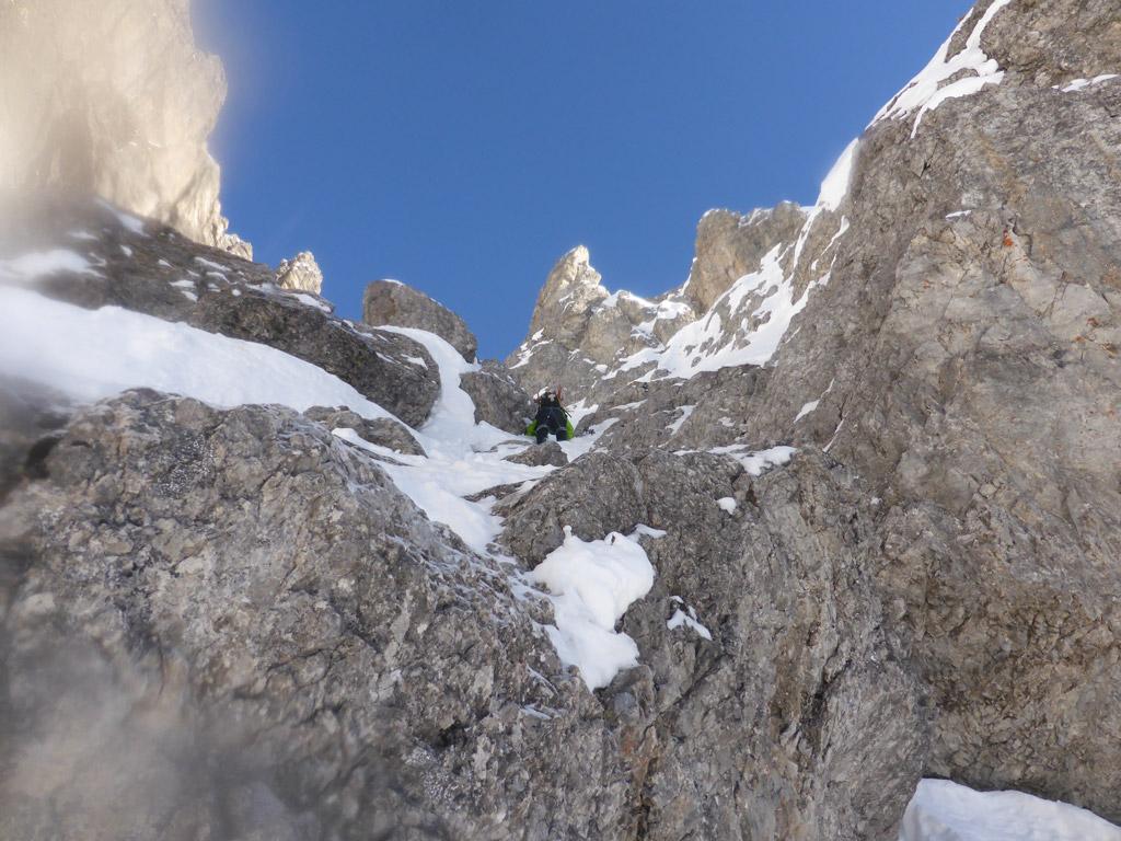 Felsige Passage am Start der Rinne