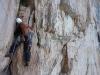 Leicht veränderlicher Fels beim Einstieg in die nächste Kaminreihe
