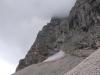Schneefeld am Einstieg - rechts umgehen und an Normalhaken über Schnee quer abseilen