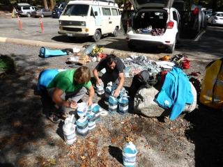 Vorbereitungen am Parkplatz Camp4