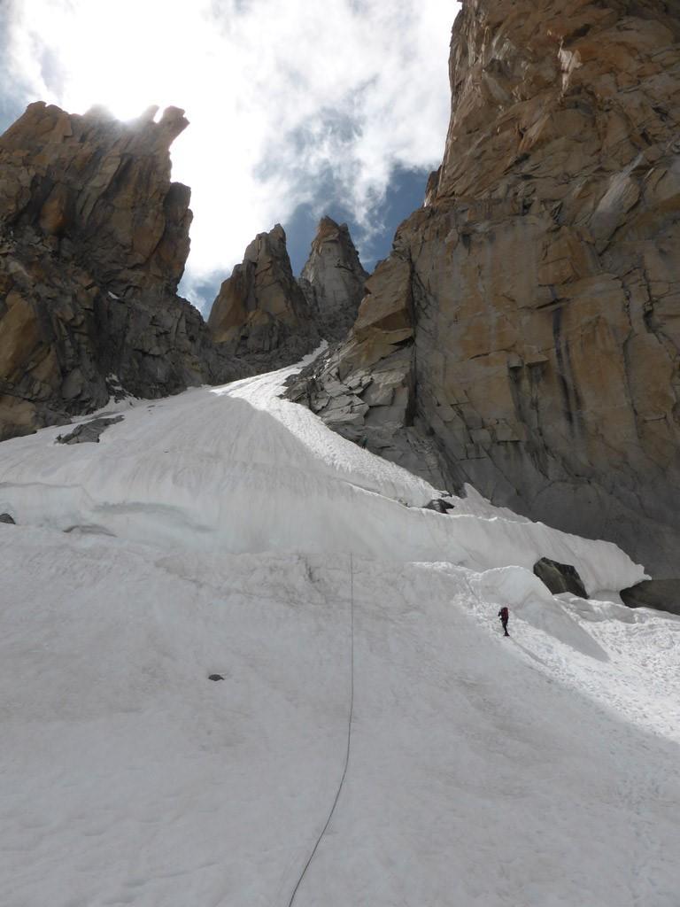 Abseilen über die zwei riesigen Spalten des Bergschrunds