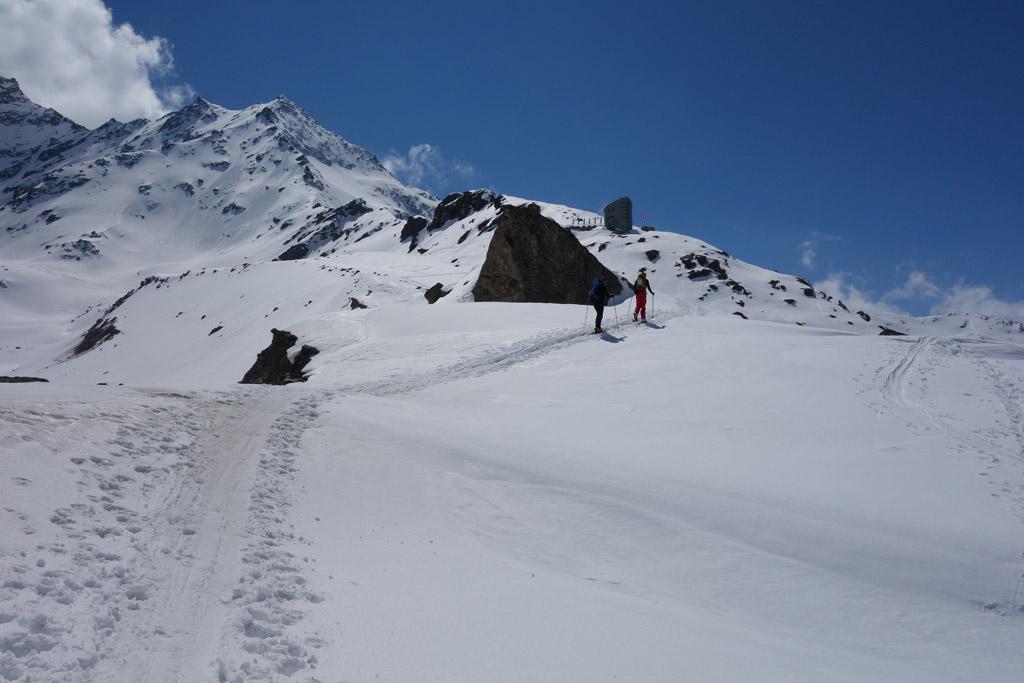 Aufstieg über den Moränenrücken zur Cabane du Velan