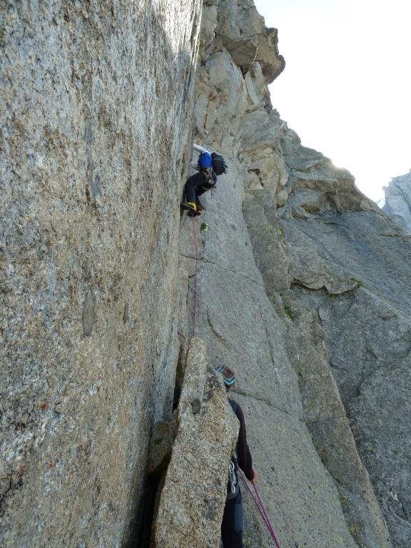 Jan kämpft sich mit den schweren Bergschuhen höher
