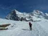 Über die Skipiste hinauf zur Station Eigergletscher