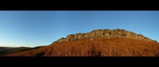 Die Klippen von Stanage in der Abendsonne