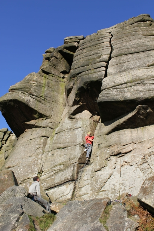 Lukas in der Robin Hood\'s Right-hand Buttress Direct HS 4a - Stanage
