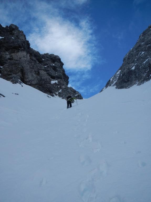 Nordseitige Rinne die zum Gipfelgrat führt
