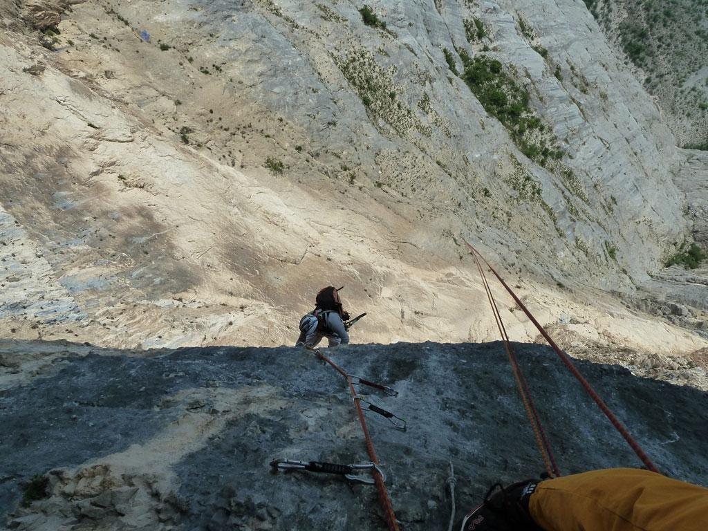 SL 4: Die erste richtig überhängende Länge