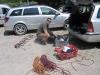 Material sortieren am Parkplatz der Sonnenplatten